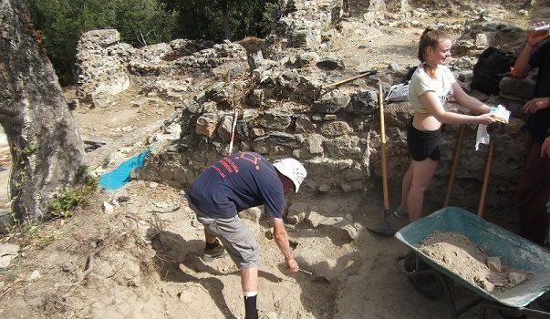 Novetats arqueològiques al castell de Sant Iscle de Vidreres. Campanya 2017.