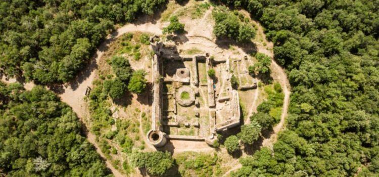 Documentat un nou tram de muralla paral·lel a la muralla nord al castell de Sant Iscle de Vidreres