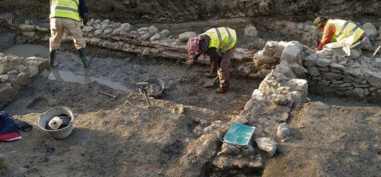Principals diferències entre arqueologia, paleontologia i geologia.